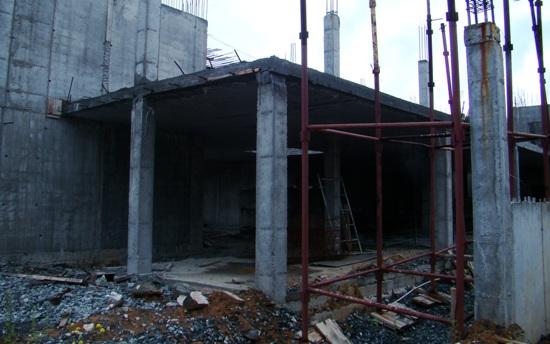 Строительство второй очереди детской многопрофильной больницы уже заморожено. Работа, скорее всего, не возобновится до окончания кризиса. А трест УТТС потерял бюджетное финансирование.