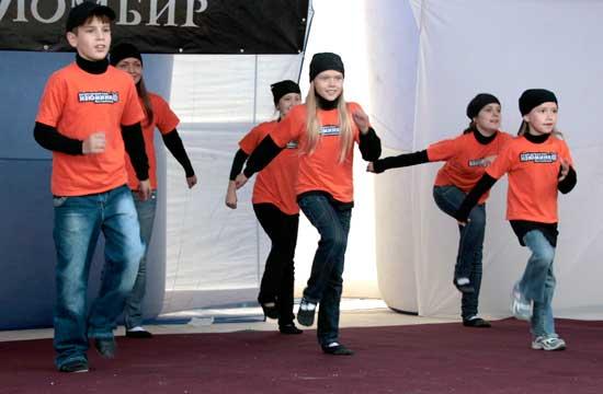 Модели из первоуральского детского эстрадного театра «Изюминка» не первый год становятся участниками программы празднования Дня города Екатеринбурга