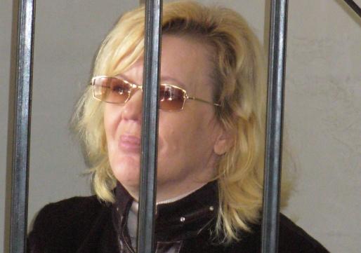 Алевтина Зольникова ранее не судима, не замужем. Имеет среднее образование. У нее совершеннолетняя дочь.