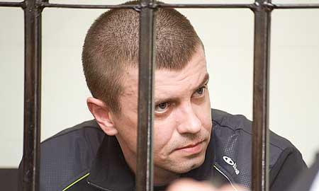 Виталий Антонов частично признал своб вину. Пояснить, почему именно так, у него пока не было возможности — слушание по его делу продолжится 25 ноября.