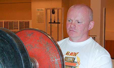 Владимир Ладейщиков, впервые выступая в более тяжелой  для себя категории «ветераны до 110 кг», набрал в сумме трех упражнений 630 кг.