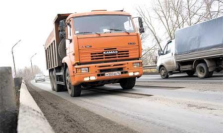 Подъезды к талицкому путепроводу дорожники МПО ЖКХ обработали фрезой, но пока так и не доделали до конца