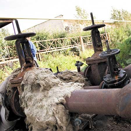 Теплотрассы в Вересовке в плачевном состоянии. Представители УЗТИ обвиняют в этом СТК.