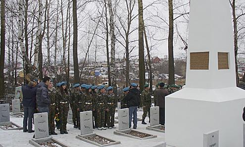 Обновленный памятник открыли торжественным митингом.