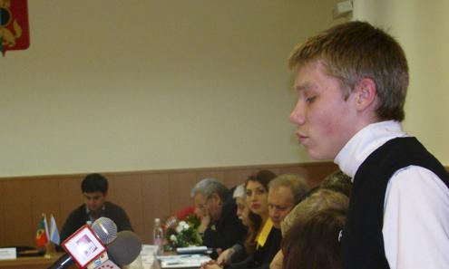 Председатель первоуральской молодежной Думы призвал взрослых депутатов к диалогу