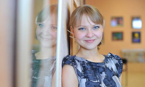 Директором выставочного центра Наталья Петрова стала в ноябре прошлого года. Ей всего 24 года. В своей работе упор делает на креатив и разнообразие. Культура, по ее мнению, — это «когда ты не нарушаешь пространство людей, находящихся рядом с тобой»