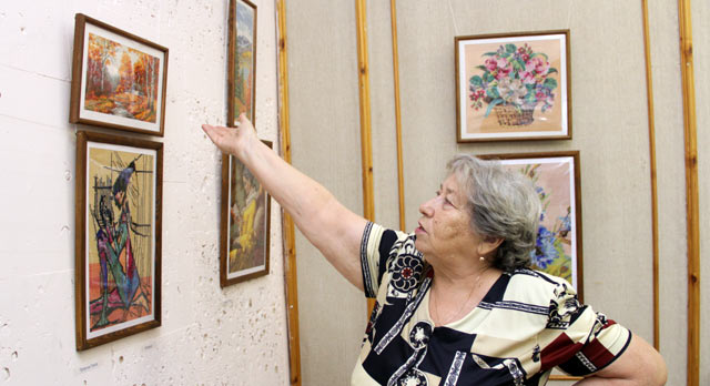 В музее ПНТЗ открылась выставка Людмилы Носовой