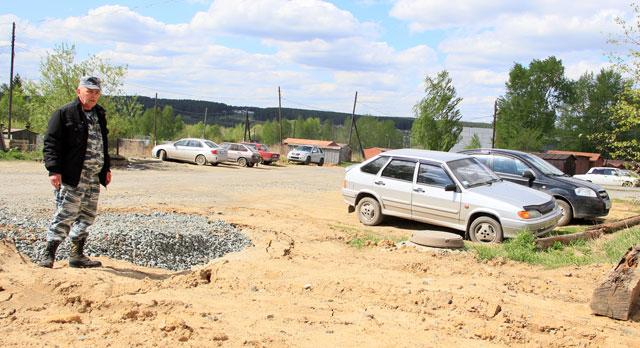 Жители дома №5 по Емлина возмущены состоянием придомовой территории