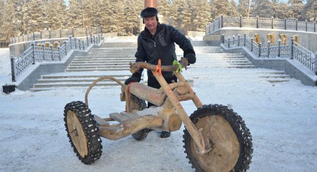 Мотоцикл Игоря Белоногова — самое  необычное транспортное средство, посетившее комплекс «Европа-Азия». Наш герой своим примером показывает: ни морозы, ни расстояния не изменят его планы.