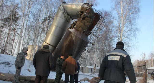 Водонапорная башня в Новоалексеевском просто сложилась, оставив без воды восемь домов. Местных жителей своя «Пизанская башня» даже забавляет.