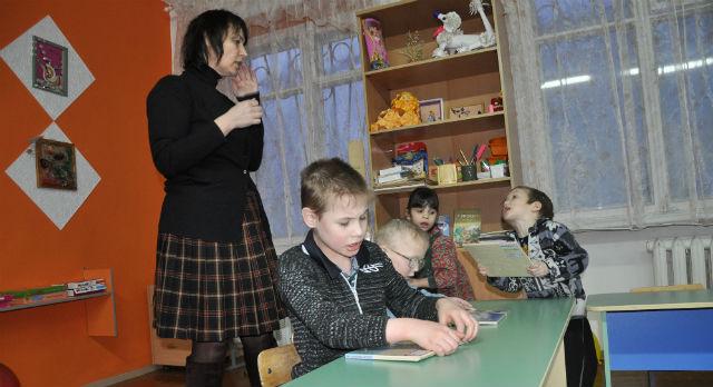 Директор детского дома Наталия Поддубная просит откликнуться предпрнимателей города и принять участие в жизни сиротского учреждения. Мелочей, на которые не хватает денег, здесь очень много.