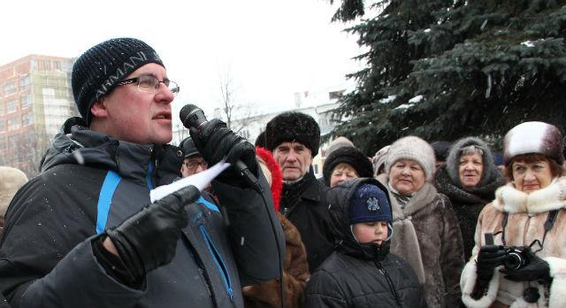 Виталий Листраткин на декабрьском митинге против ввода поста сити-менеджера в Первоуральске.