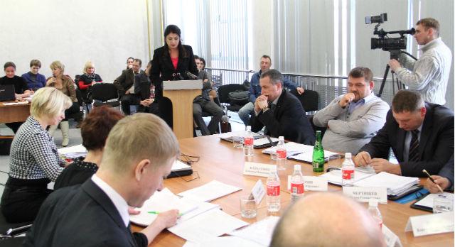 """Последнее заседание думы, на котором депутат Наталья Воробьева и озвучила свой """"педагогический"""" доклад."""