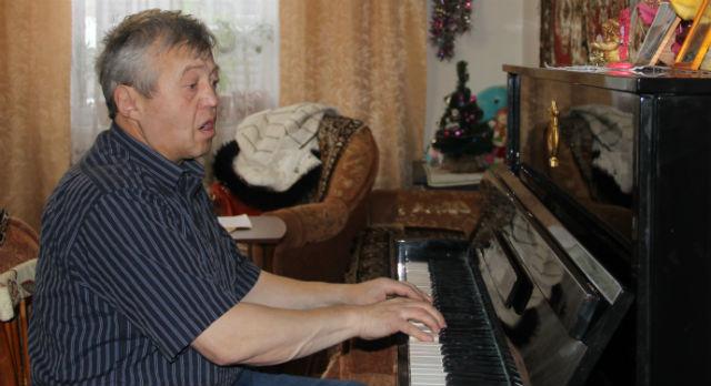 На любой случай из жизни у Александра Зайцева найдется своя песня. В его планах — предложить администрации песню про Первоуральск, чтобы мелодию слышал весь город.