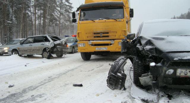 Всего в аварии пострадало 15 машин. Серьезные повреждения получили 8 из них.