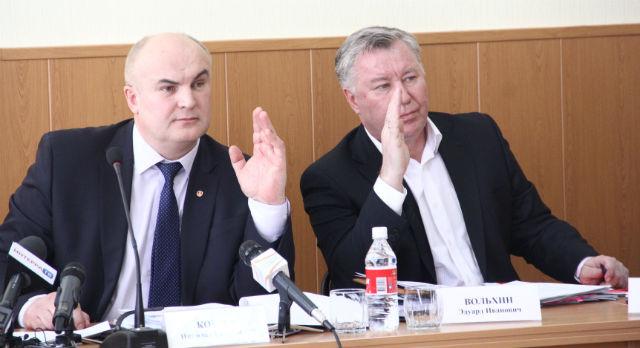 Завтра председатель думы Николай Козлов и его заместитель Эдуард Вольхин намерены проголосовать за введение поста сити-менеджера в Первоуральске.