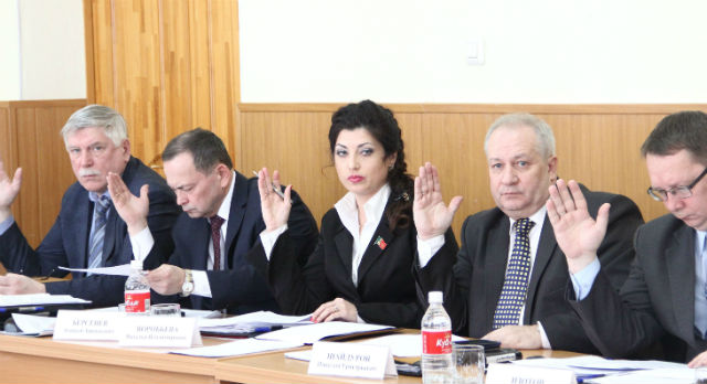 На сегодняшнем заседании думы лоббисты поправок в Устав рассчитывают ввести пост сити-менеджера в Первоуральске.