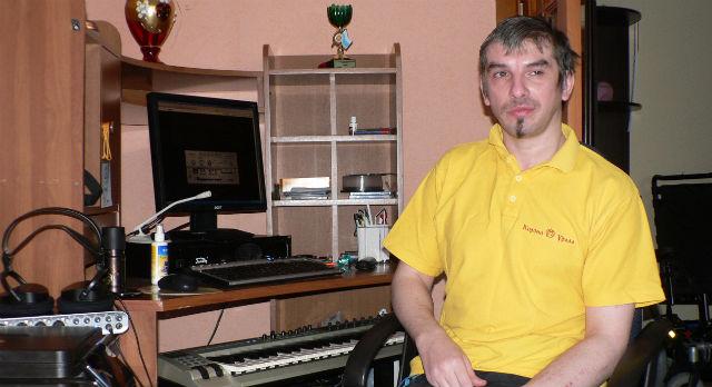 Помимо музыки Павел занимается графикой, и флэш-анимацией. Но зарабатывать на этом возможности пока нет.