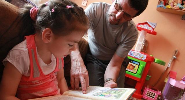 Дедушка Яны Владимир специально ушел с работы, чтобы каждый день заниматься с внучкой