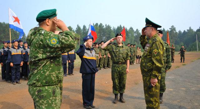 Парад курсантов принимает Александр Демидов.