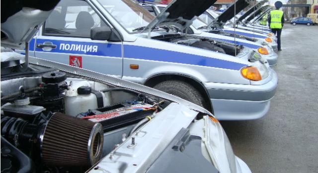 Сотрудники ДПС утверждают, что их автомобили — самые обычные заводские «Лады», но мы все знаем :-)
