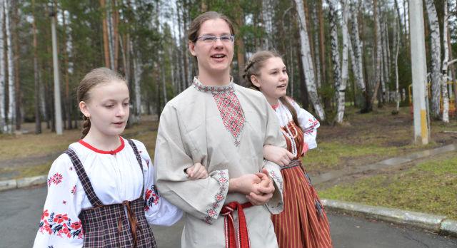 Ребята из Подольска приехали на фестиваль в Первоуральск впервые. Уверены, что каждый человек должен знать свои традиции. Жить по ним — намного интересней и веселей.