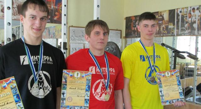 На фото, слева на право: Михаил Белозёров, Андрей Ионов, Александр Храмцов.
