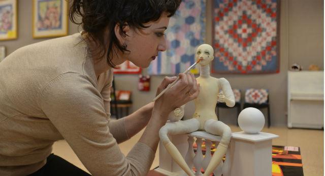 Альфия Хасани ценит в куклах красоту и грациозность. Она, как античные скульпторы, ломает пропорции во имя красоты. Длинные ноги, маленькие головы — все это придает кукле утонченность. «Если делать все правильно, пропорционально, то кукла получится несуразной», — улыбается автор.