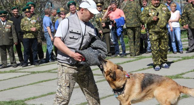 Центр служебного собаководства провел для пограничников показательные  вытупления