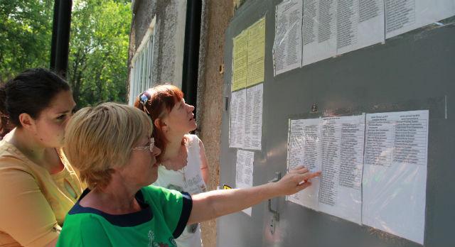 Списки на дверях управления образования появились утром 24 июня.