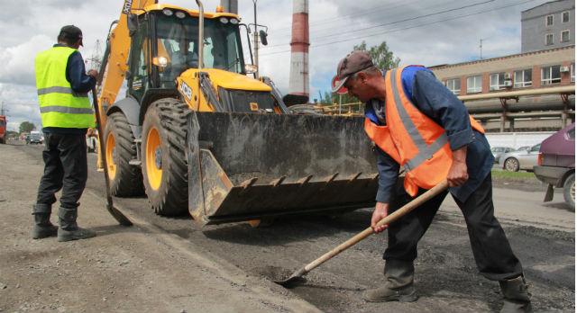 """Подрядчики дают трехлетнюю гарантию на свои работы. Если дороги """"убью"""" раньше, восстанавливать их будут подрядные организации самостоятельно."""