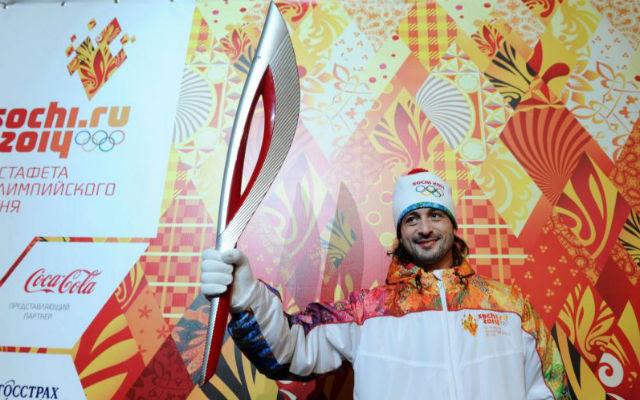Фигурист Илья Авербух на презентации олимпийского факела.