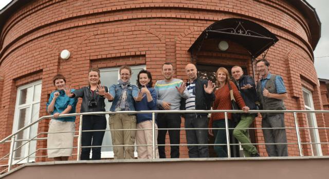 Наша компания с организаторами фестиваля (вторая слева - Евгения Скрипова, шестой слева - Владислав Жаков)