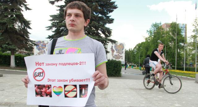 Глеб Латник на площади Победы в Первоуральске