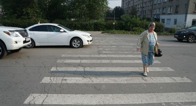 При виде камер и полиции водители вставали перед пешеходным переходом, как вкопанные. А может они всегда добросовестно соблюдают правила дорожного движения?