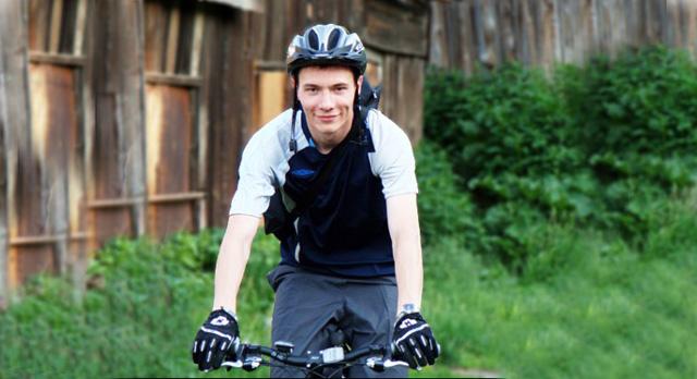 Для меня велосипед — это физнагрузка, удовольствие от путешествий, эмоциональная разрядка и экстрим. Велосипедисты — экономическая пропасть для государства. Они не покупают топлива, не платят пошлин и всегда здоровы. Пусть их будет больше.