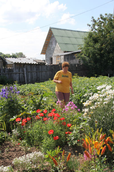 Татьяна Петрова не налюбуется на свои цветы.