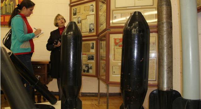 В годы войны на Новотрубном в производство вводится 129 новых видов труб. 35% продукции завода выпускается исключительно для военных нужд, в их числе: баллоны для танков, стволы для минометов и снаряды для легендарных «Катюш»».