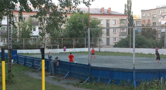 На СТИ существуют две команды по хоккею «Надежда 1,2». Каждый год они принимают участие в городских соревнованиях среди дворовых команд. Тренер — Борис Кытманов.