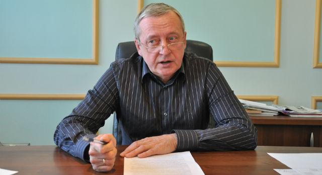 Владимир Кучерюк, с 1986 года по 1988 год  работал заместителем председателя,  а затем и председателем исполкома Первоуральска.