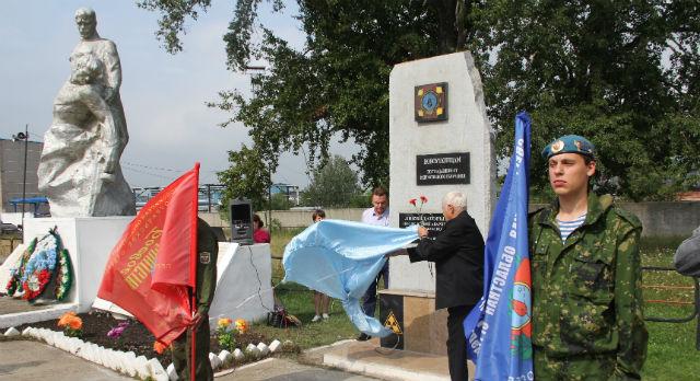 Деньги на памятник чернобыльцам в Новоуткинске собирали всем миром.