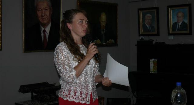 Ольга Томашенко на открытии своей выставки.