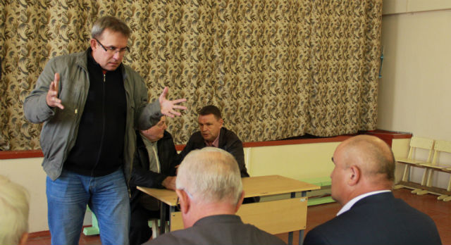 Депутат Виталий Листраткин выступил эмоционально, но не очень верит в то, что дума 26-го числа все-таки состоится. Политика мешает думскому большинству принимать важные решения.