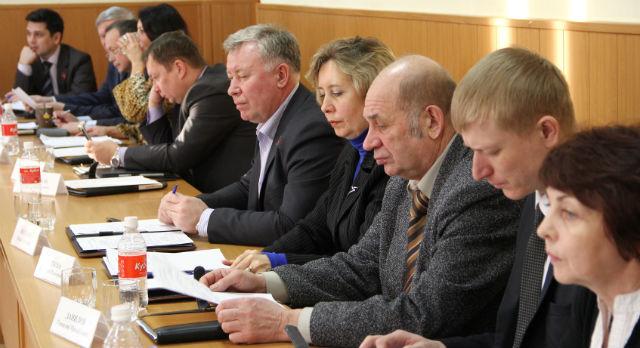Геннадий Данилов (третий справа)