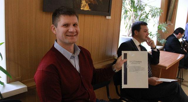 Константин Болышев хвастается своей программой.