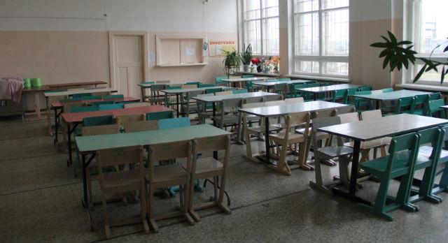 Столовая в школе №29 до сих пор закрыта. Дети питаются сухпайком, принесенным из дома.