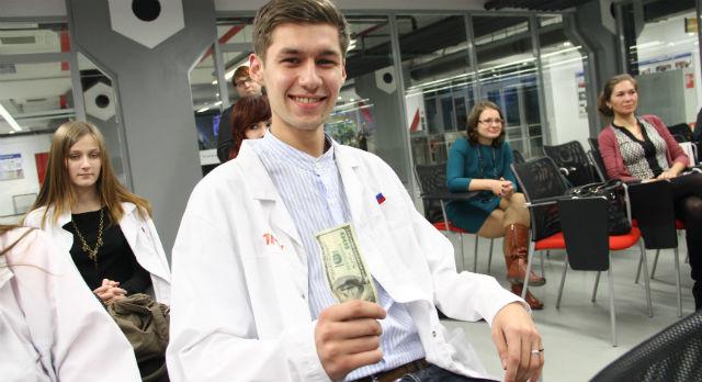 Роман Шабуини стал первым студентом, получившим примею имени Кена Ринальдо. 100 долларов за проект эко-дома.