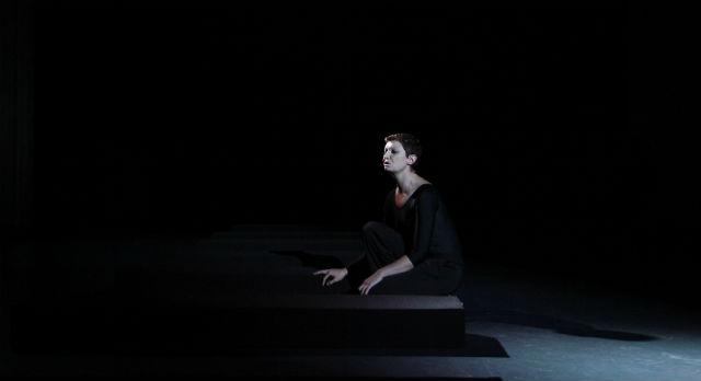 Юлия Шимолина прочитала семь монологов из пьесы Шекспира.
