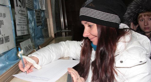 Алла Каленская одна из тех, кто поставил свою подпись под обращением в правительство Свердловской области. Девушка заявляет, что, если привычные остановки отменят, она пересядет на попутки. Хоть это и небезопасно