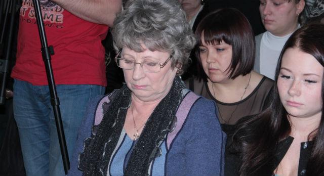 Пока Нина Вятчинникова держится хорошо. Но силы покинут женщину на оглашении приговора — она упадет в обморок